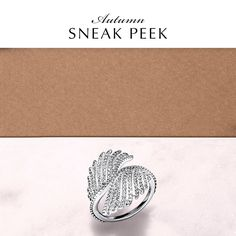 This impressive statement ring showcases the striking beauty of the phoenix, and is this season's jewelry staple. Embellished with 132 hand-set dazzling stones, it is a true representation of PANDORA's commitment to high-quality craftsmanship and will ensure you sparkle at every event.