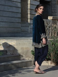 Women fashion Over 50 Fifty Not Frumpy Colour - - - Black Women fashion Urban - Shadi Dresses, Pakistani Formal Dresses, Pakistani Dress Design, Pakistani Outfits, Indian Dresses, Indian Outfits, Velvet Pakistani Dress, Pakistani Models, Eid Outfits