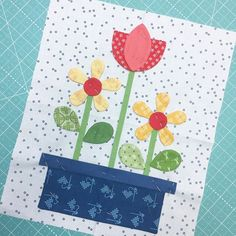 Pin basted and ready for appliqué! This is another block in my Bee Happy Quilt .this sew along is going to be sew fun! Applique Templates, Applique Patterns, Applique Quilts, Owl Templates, Applique Towels, Colchas Quilting, Quilting Projects, Small Quilts, Mini Quilts