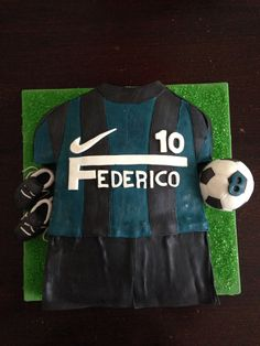 Inter Uniform Cake, with shoes and ball: chocolate dougj filled with nutella cream...only for real supporters!!!