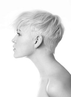 You want to cut your hair pixie style, and you can't choose a style? Here you are the best 15 Popular Pixie Cuts ideas for make a decision. Short Blonde Pixie Cut, Short Pixie Haircuts, Pixie Hairstyles, Short Hair Cuts, Hairstyles With Bangs, Cool Hairstyles, Short Hair Styles, Pixie Cuts, Edgy Pixie