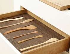 Another beautiful custom made drawer interior by Germand company Holzrausch. I really like the precision.