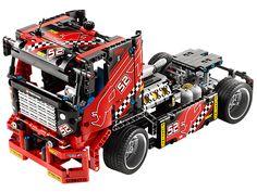 Prépare-toi pour une course pleine d'action avec le camion de course LEGO® Technic !