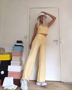 Best Outfits Part 17 90s Fashion, Love Fashion, Fashion Outfits, Fashion Women, Spring Fashion, Winter Fashion, Girl Outfits, Teenager Fashion Trends, Yellow Clothes
