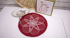 Create this simple holiday candle mat using machine embroidery. #holiday #christmas #candle