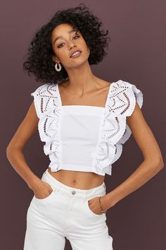 Short top in a cotton weave with wide, flounced broderie anglaise trims that start at the front and continue over the shoulders to the back. Smocking at the Women's Fashion Dresses, Diy Fashion, Trendy Fashion, Paris Fashion, Top Bordado, Gamine Style, Fancy Tops, Casual Tops For Women, Short Tops