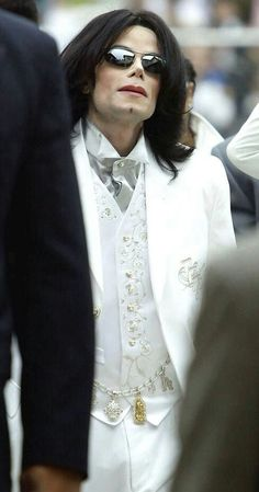 MICHAEL JACKSON I love that white tux Mikie❤️❤️❤️❤️❤️❤️