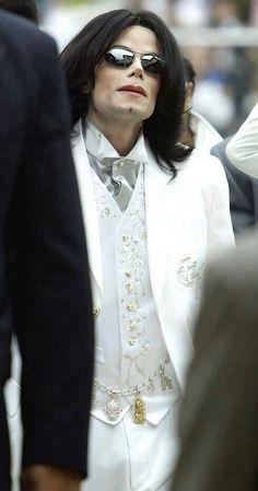 MICHAEL JACKSON I love that white tux Mikie❤️❤️❤️❤️❤️❤️