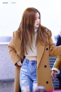 Blackpink Outfits, Fashion Outfits, Blackpink Fashion, Korean Fashion, Look Rose, Mode Kpop, Rose Icon, Kim Jisoo, Kim Jennie