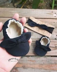 Retro Fashion, Baby Kids, Baby Shoes, Girls Dresses, Embroidery, Vintage, Felt Shoes, Crate Crafts, Decorated Shoes