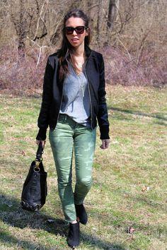 camo+pants+++faux+leather+sleeve+bomber+jacket+++tee+++booties+6.jpg (426×640)