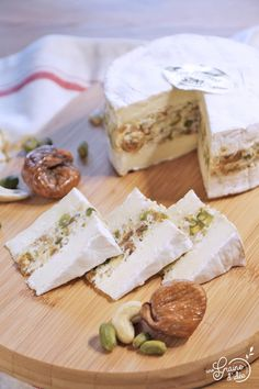 Camembert stuffed with cashews, pistachio and fig - Madelaine Siggery Cheese Recipes, Cooking Recipes, Brunch Appetizers, Christmas Brunch, Christmas Recipes, How To Make Cheese, Making Cheese, Finger Foods, Feta