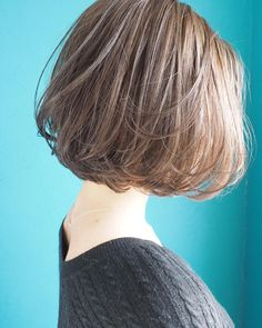 Photo by 帯廣美容所 on March La imagen puede contener: una o varias personas y primer plano Asian Short Hair, Short Hair Cuts, Curly Hair Tips, Curly Hair Styles, Shot Hair Styles, Ash Blonde Hair, Short Bob Haircuts, Medium Hair Styles, Hair Medium