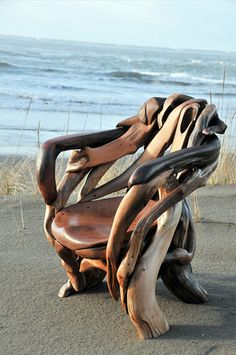 A book and a cool drink would go well with this chair. Vuing.com » Artistic sculptures and furniture made out of driftwood