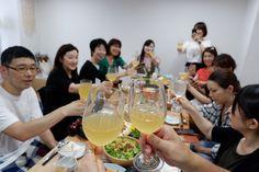 おいしい料理をいただきましょう! White Wine, Photo Book, Alcoholic Drinks, Food, Google, Photos, Pictures, Essen, White Wines