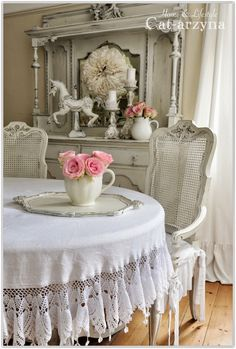 ❤(¯`★´¯)Shabby Chic .Shabby Chic Dining Room with Pr. - ❤(¯`★´¯)Shabby Chic …Shabby Chic Dining Room with Pretty Tablecloth. Shabby Chic Dining Room, Shabby Chic Vanity, Chic Living Room, Shabby Chic Kitchen, Shabby Chic Cottage, Shabby Chic Homes, Shabby Chic Furniture, Dark Furniture, Kitchen Furniture