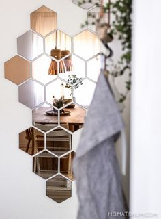 This Hexagon mirror tiles w hexagonal f elegant quintessence silver mirrored bevelled wall photos and collection about 50 hexagon mirror tiles excellent. Hexagonal mirror tiles hexagon ikea copper wall Floor images that are related to it Interior Styling, Interior Decorating, Interior Design, Modern Interior, Diy Interior, Home Design Diy, Blogger Home, Diy Home Decor, Room Decor