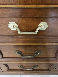 The absolute easiest and quickest way to polish brass hardware! This short tutorial will show you how simple it is to take tarnished brass to gorgeous! Decor, Painted Furniture, Brass Fixtures, Paint Brass, Dresser Hardware, Refinished, Hardware, How To Polish Brass, Polished Brass