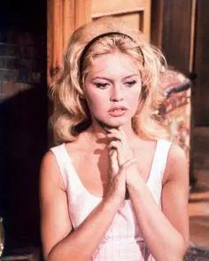 Brigitte Bardot, Bridget Bardot Hair, Best Wedding Hairstyles, Vintage Hairstyles, 1960s Hairstyles, Prom Hairstyles, Inspo Cheveux, Dream Hair, Headband Hairstyles
