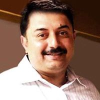 Selva, Aravind Swamy come together -   Remember a few years ago, director Selva made Puthayal. The movie starred Aravind Swamy in the lead role. The hilarious entertainer however did not do well...  Read More: http://www.kalakkalcinema.com/tamil_news_detail.php?id=6925&title=Selva,_Aravind_Swamy_come_together