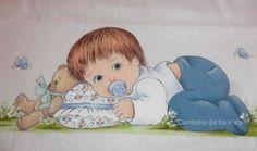 Bebê com travesseiro