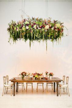 お花を天井からぶら下げて♡シャンデリアみたいなお花のカーテンが最高にロマンティック♡にて紹介している画像