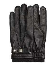 Black. PREMIUM QUALITY. Gloves in soft leather with fine-knit ribbing at cuffs and adjustable tab with snap fasteners. Lined.