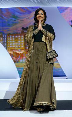 Bollywood Style Trends: Anarkalis and Fashion Suits - Floor Length Anarkalis Suit Fashion, Fashion 2017, Fashion Models, Pakistani Dress Design, Pakistani Dresses, Traditional Dresses Designs, Mode Editorials, Indian Fashion Trends, Bollywood Fashion