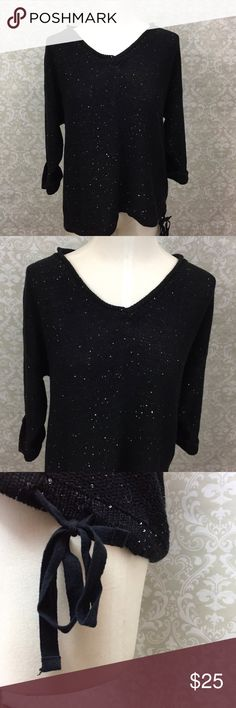 ❄️DKNY  Black Sequin Weave Knit Crewneck Sweater DKNY Jeans Large Womens Black Sequin Knit Crewneck Sweater  This has been gently worn with no major flaws.  Please refer to photos for more details. Dkny Sweaters Crew & Scoop Necks