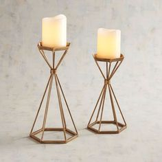Cast candlelight on your decor with our handcrafted hurricane. Featuring an open design in wrought iron and glass, its golden finish adds a touch of glamour to your surroundings. Modern Candles, Modern Candle Holders, Hurricane Candle Holders, Candle Stands, Unique Home Decor, Diy Home Decor, Arte Judaica, Centerpiece Decorations, Pillar Candles