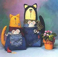 .gato Cat with Mouse in Denim Jean Pocket. WOuld be cute as a Kangaroo and Joey