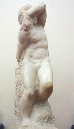 """Lo Schiavo Giovane di Michelangelo, Galleria dell'Accademia di Firenze - Risposta 31: sono incompiuti i """"Prigioni"""" (Schiavo che desta, Schiavo giovane, schiavo barbuto)"""