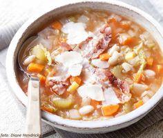 Toscaanse bonen- en groentensoep - recept: http://www.detafelvantine.be/bericht/soep-toscaanse-bonen-en-groentesoep