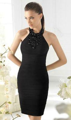 Vestido negro corto con pedrería negra. St.Patrick