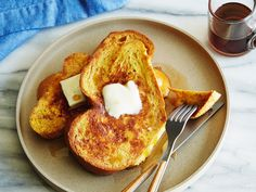 French Toast Ingredients 1 teaspoon ground cinnamon 1/4 teaspoon ground nutmeg 2 tablespoons sugar 4 tablespoons butter 4 eggs 1/4 cup milk 1/2 teaspoon vanilla extract 8 slices challah, brioche, or white bread 1/2 cup maple syrup, warmed