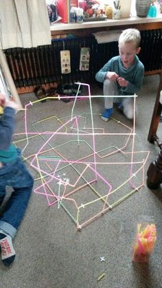 Education and so on .: Tests: Building with straws and tile cross . Indoor Activities For Kids, Creative Activities, Science Activities, Diy For Kids, Crafts For Kids, Zumba Kids, Stem Classes, Toddler Classroom, Art Lessons Elementary