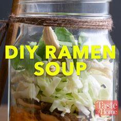 DIY Ramen Soup Recipe # Food and Drink lunch mason jars Mason Jar Lunch, Mason Jar Meals, Meals In A Jar, Mason Jar Food, Mason Jar Recipes, Mason Jar Breakfast, Ramen Recipes, Cooking Recipes, Healthy Recipes