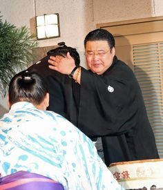 全勝で初優勝を飾った大関豪栄道(30)の師匠、境川親方(元小結両国)は、愛弟子の大躍進に涙を見せた。東京・足立区で行われたパレードを終え、オープンカーに乗った… - 日刊スポーツ新聞社のニュースサイト、ニッカンスポーツ・コム(nikkansports.com) #相撲