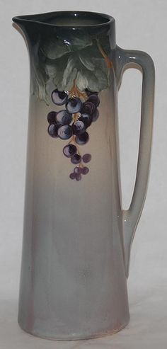 Beautiful Hanging Grapes Design Tankard
