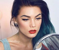 Classic winged eyes & red lips