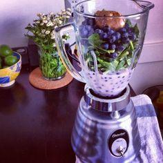 Blueberry Spinach Almond Smoothie
