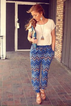 Jogger outfit/very cute . Mode Outfits, Casual Outfits, Fashion Outfits, Best Joggers, Jogger Pants Outfit, Mode Jeans, Cool Summer Outfits, Pants For Women, Clothes For Women