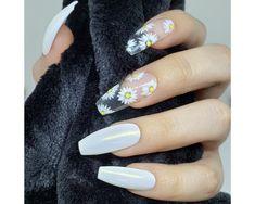 Apr 2020 - Dainty Daisy White Daisy Flower Press on Nails Bright Summer Acrylic Nails, White Acrylic Nails, Best Acrylic Nails, Acrylic Nail Designs, Nail Art Designs, Nails Design, Clear Nail Designs, White Summer Nails, Spring Nails