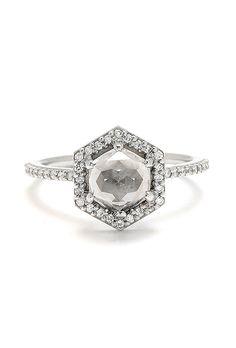エンゲージメントリング。 Greenwich Jewelers