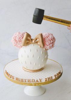 Chocolate Pinata, Chocolate Bomb, Chocolate Hearts, Chocolate Gifts, Candy Birthday Cakes, Pretty Birthday Cakes, Jungle Cake, Pinata Cake, Sweet Box