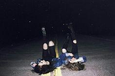 Bild über We Heart It #badgirl #bff #black #friends #fun #girls #grunge #gun