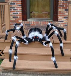 10 Amazing Halloween Decoration Ideas With Low Budget – Smart Home and Camper Halloween Prop, Diy Halloween Spider, Halloween Spider Decorations, Homemade Halloween, Outdoor Halloween, Holidays Halloween, Halloween Themes, Halloween Crafts, Halloween Pillows