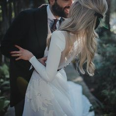like this more than a typical dip/kiss pose Dream Wedding Dresses, Wedding Gowns, Bridal Gowns, Wedding Photographie, Wedding Bells, Wedding Day, Garden Wedding, Long Sleeve Wedding, Wedding Pictures