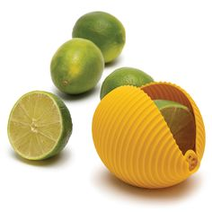 The silicone seashell is designed for maximum juice, it prevents eye-squirts and also strains the seeds so they don't get in the food. And if you don't need the whole lemon, you can store the remaining half inside Conchiglie, ready for the next squeeze!