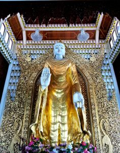 Dhamikarama Burmese Temple in Penang is the temple enjoys the prestige of being the first Burmese Buddhist Temple in Malaysia. The temple is located at the enclave of Burmah Lane in Pulau Tikus alongside another magnificent architecture of Wat Chayamangkalaram